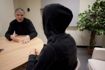 Uso dos serviços sexuais de vítimas de tráfico humano deve ser considerado crime